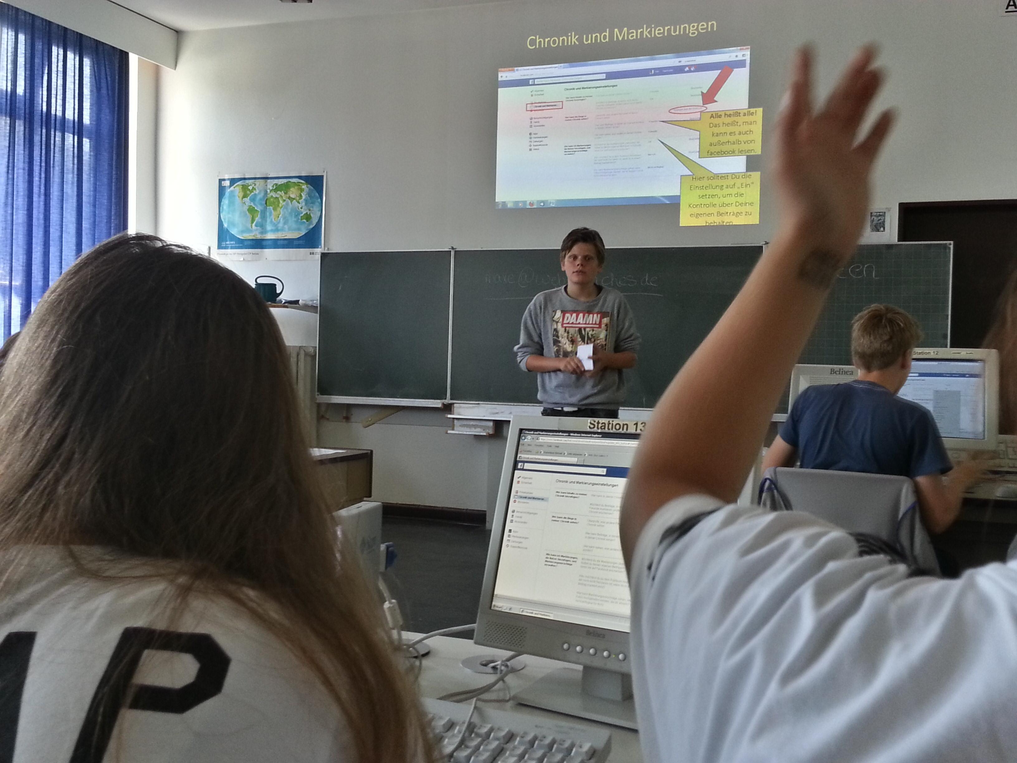 WEB-Coach Marten beim Vortrag
